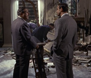 Notice the single rear vent on Bond's suit