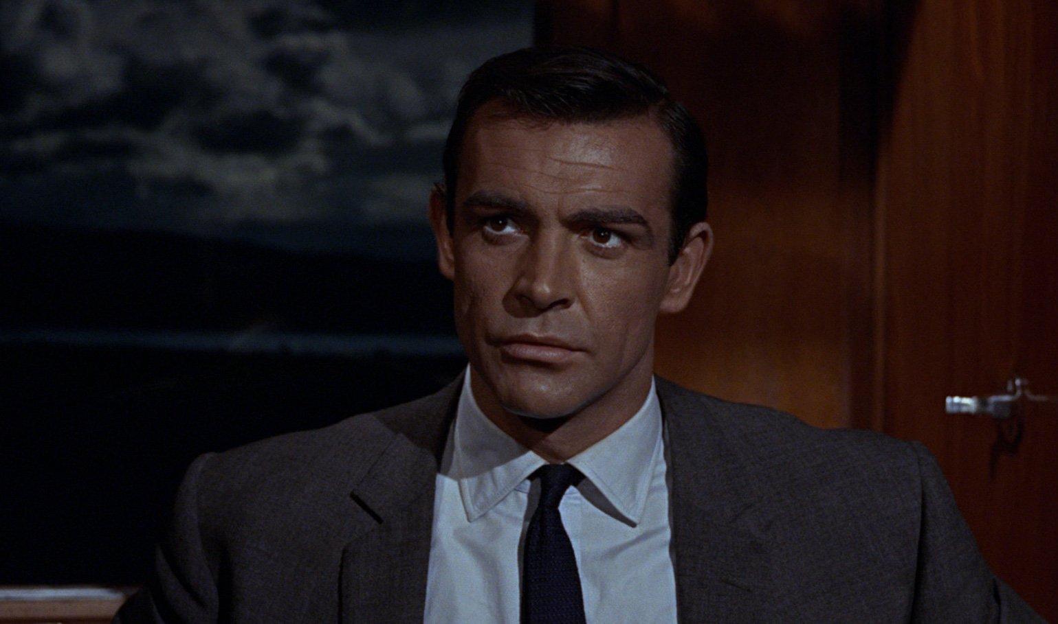 How Bond Knots His Ties