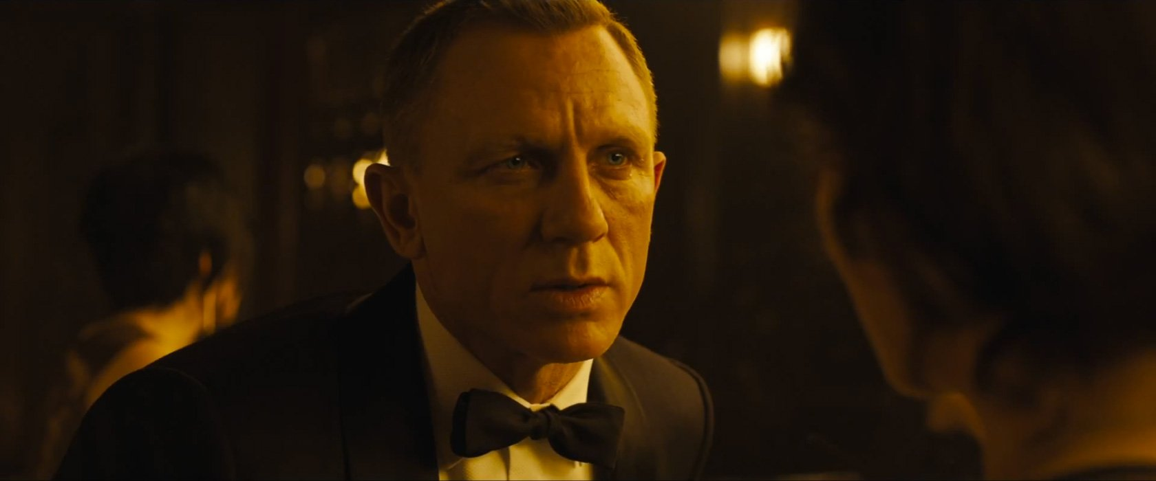 midnight blue dinner suit tuxedo in macau in skyfall the suits of james bond. Black Bedroom Furniture Sets. Home Design Ideas