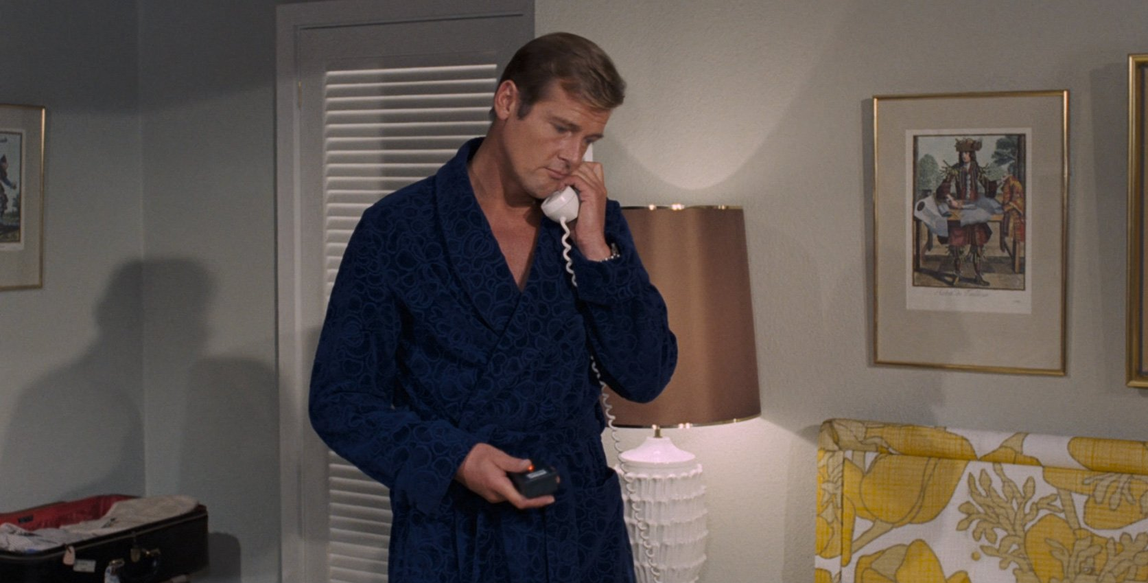 the san monique dressing gown the suits of james bond. Black Bedroom Furniture Sets. Home Design Ideas