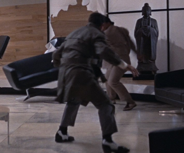 Black-and-White-Shoes-Fight