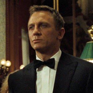 Daniel-Craig-Peaked-Lapel