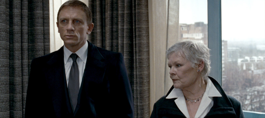 Daniel Craig wearing a semi-spread collar in Quantum of Solace