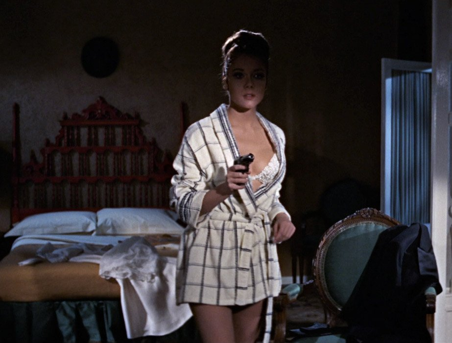 bond in a women 39 s bathrobe the suits of james bond. Black Bedroom Furniture Sets. Home Design Ideas