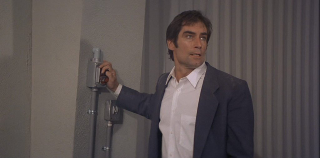 An unsightly pocket peaking out from under Timothy Dalton's suit in Licence to Kill