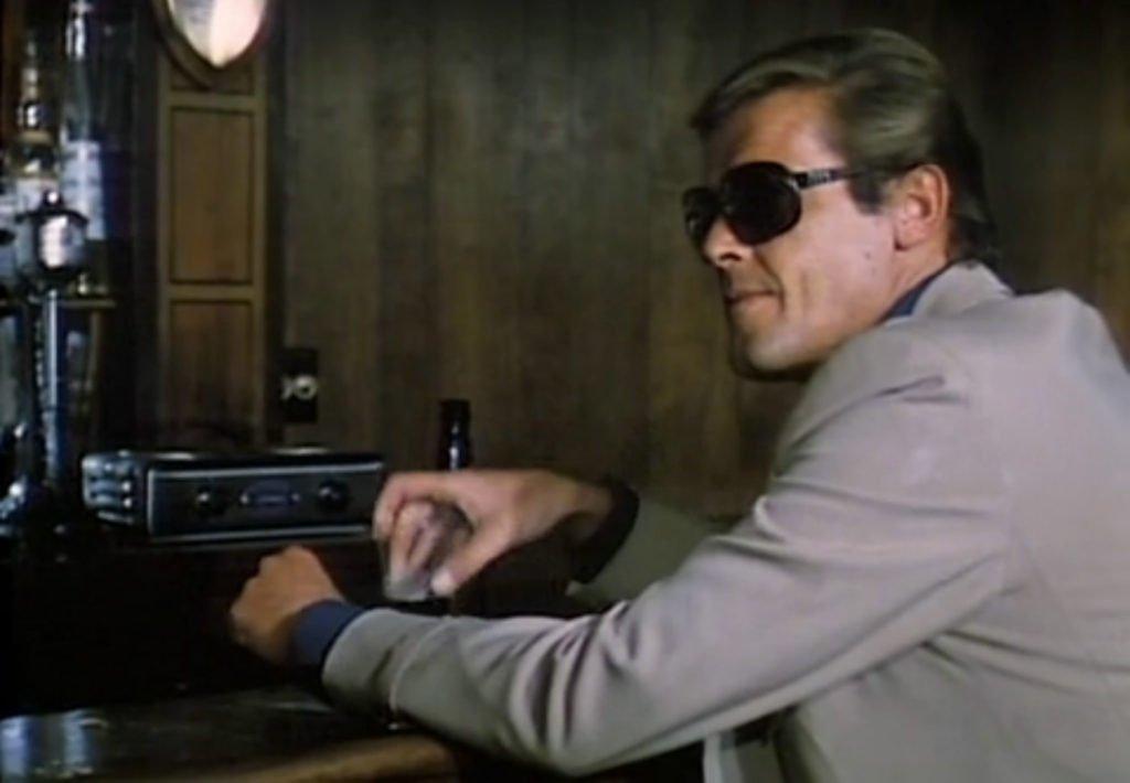 Street-People-Tan-Suit-Sunglasses