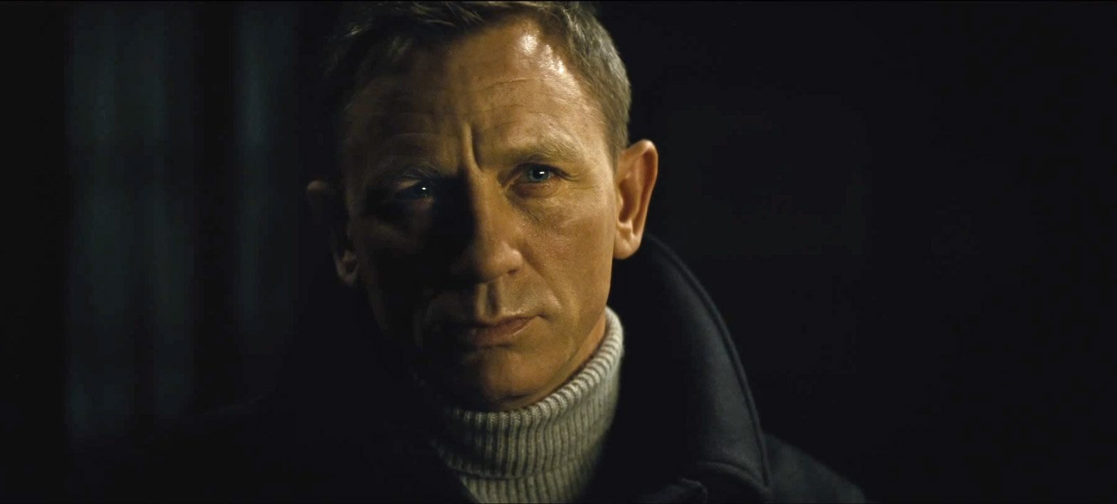 Spectre-Fumo-Grey-Turtleneck