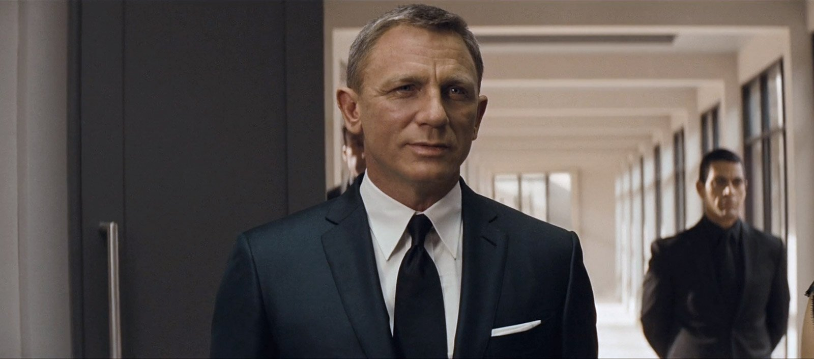 Why Does James Bond Still Always Wear A Tie The Suits Of