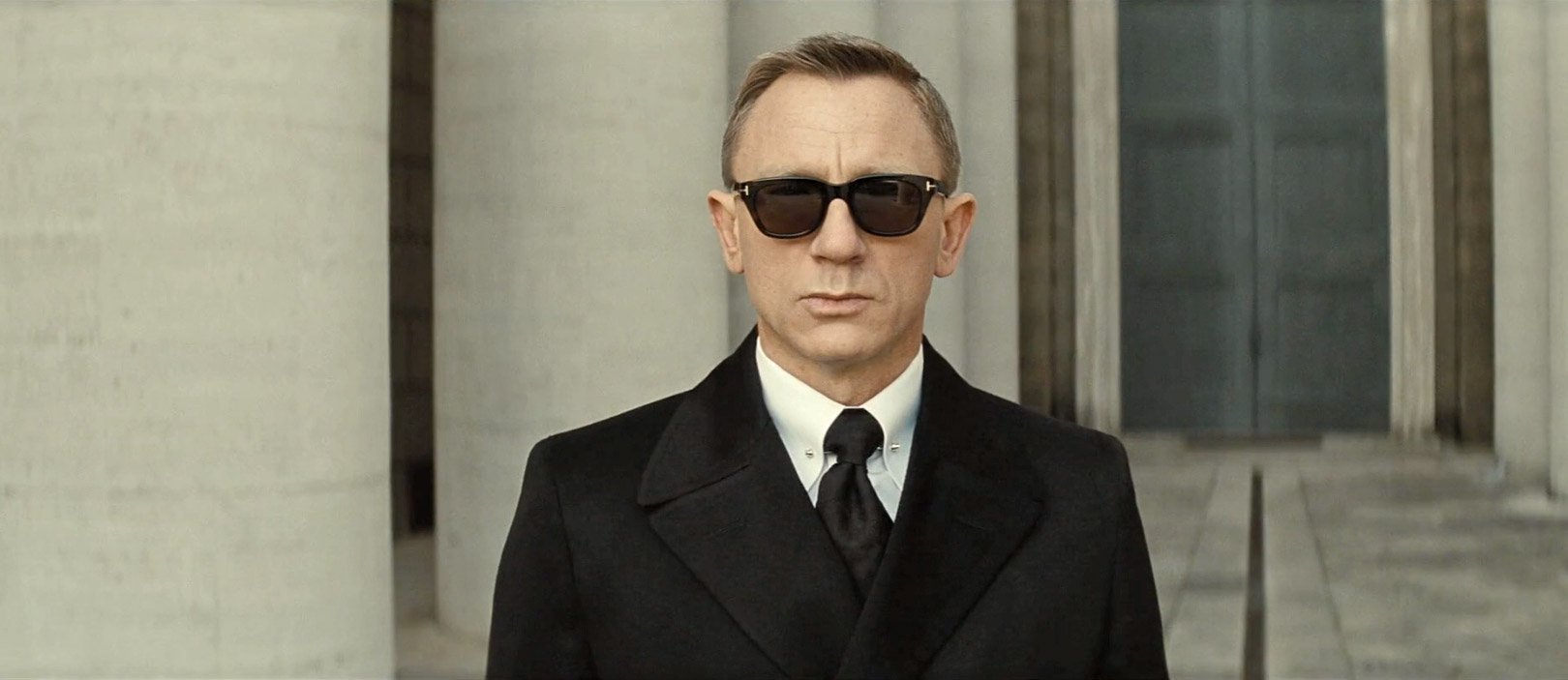 James Bond Tom Ford Sunglasses  black bridge coat sunglasses and gloves in spectre the suits of