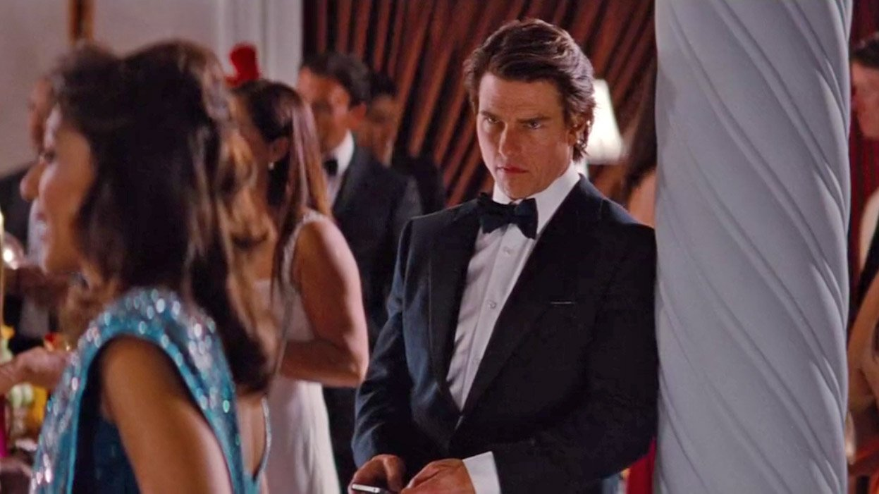 Tom Cruise's Midnight Blue Dinner Suit in Mission ...