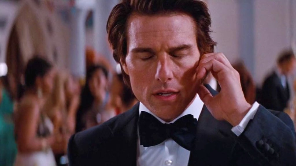 Tom-Cruise-Mission-Impossible-Ghost-Protocol-Dinner-Suit-4