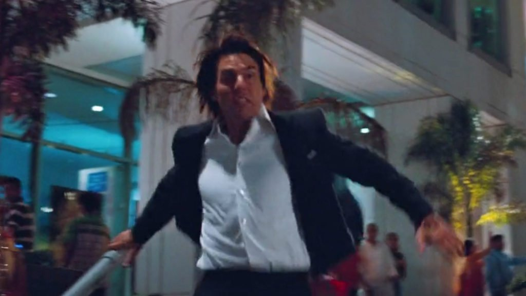 Tom-Cruise-Mission-Impossible-Ghost-Protocol-Dinner-Suit-5