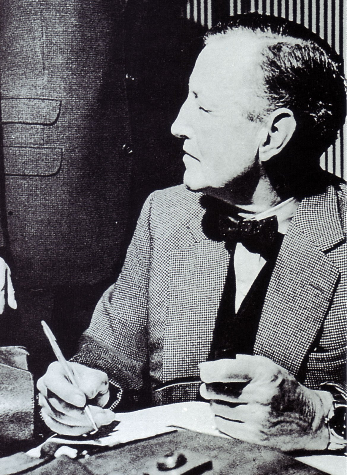 ian-fleming-houndstooth-suit