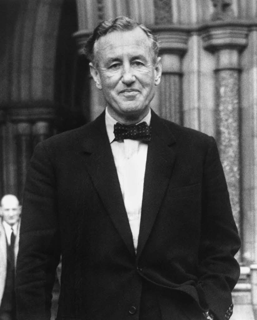 Ian Fleming: The Wardrobe Model For James Bond – The Suits of James ...