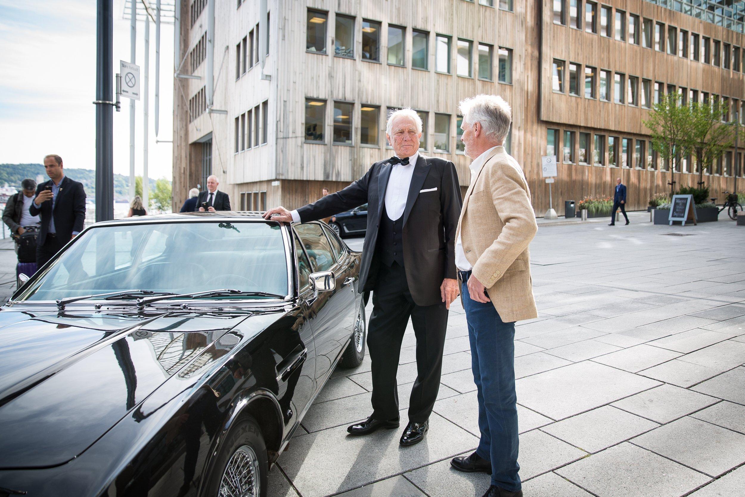 James-Bond-Oslo-George-Lazenby-Aston-Martin