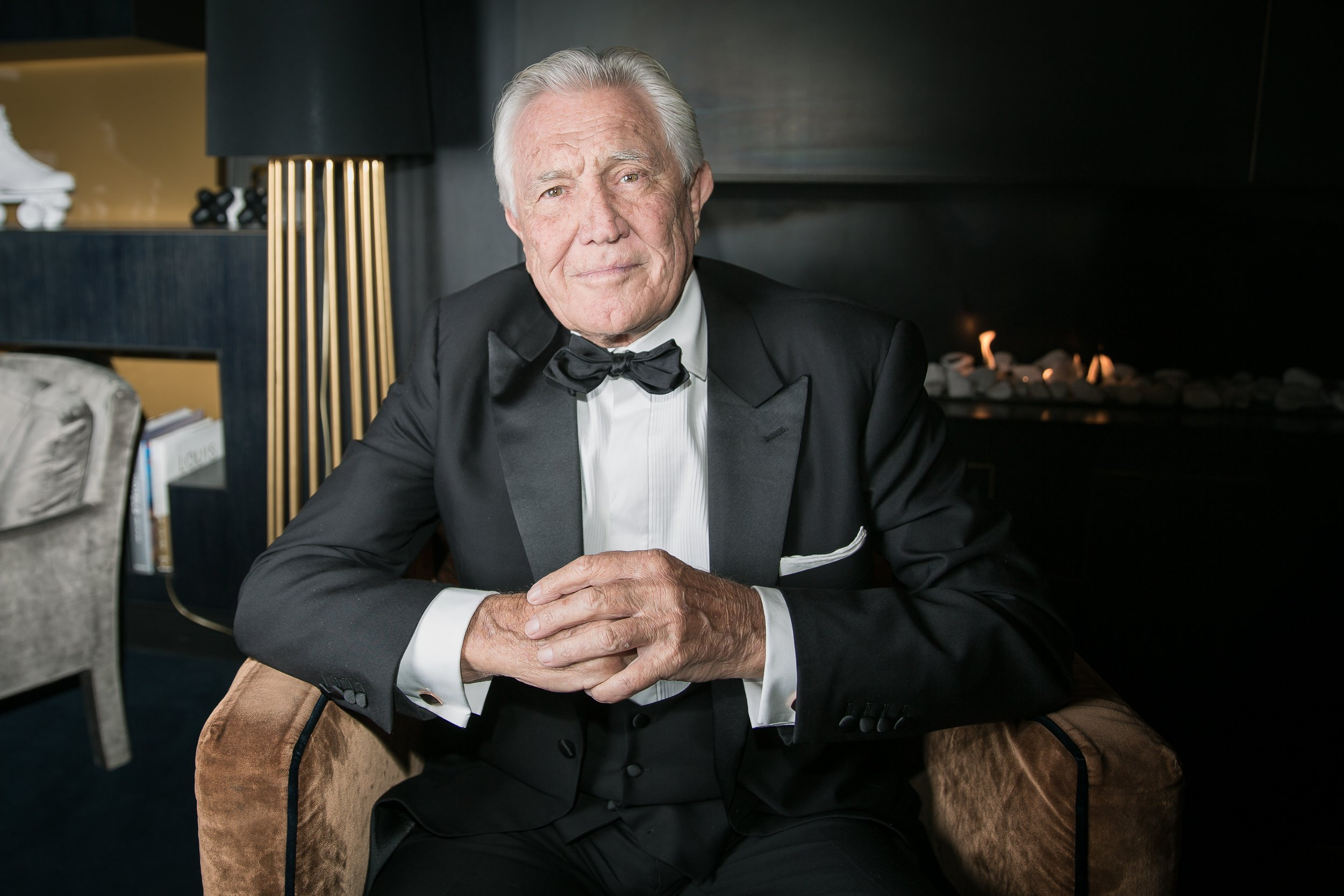 James Bond In Oslo George Lazenby Wearing Anthony Sinclair The
