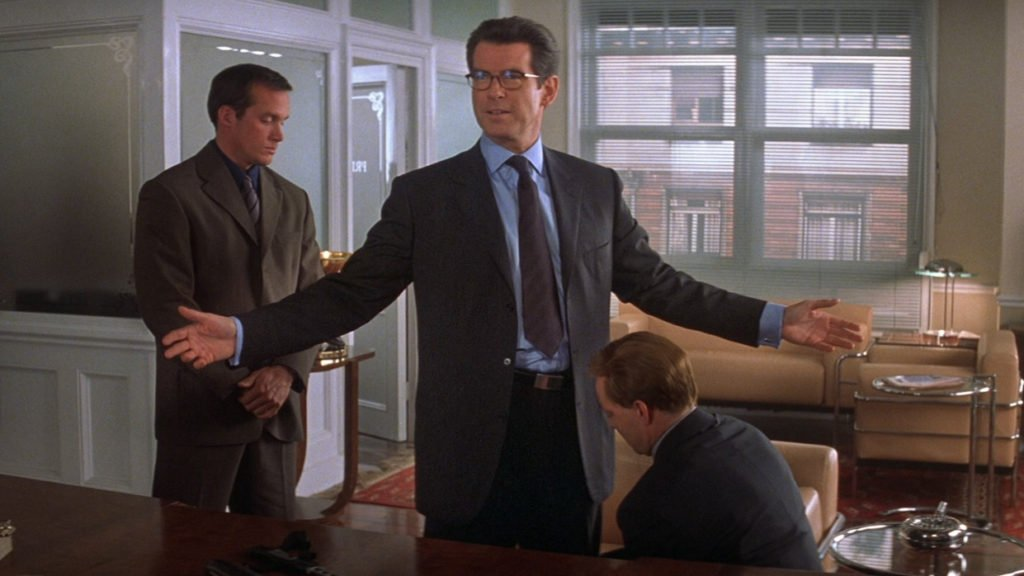 Notice how the waist button and trouser waist are in close proximity on Pierce Brosnan's suit in The World Is Not Enough. This unifies the suit into one garment.